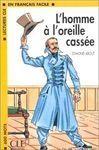 L  HOMME Á L OREILLE CASSÉE