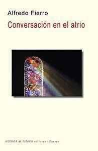 CONVERSACIÓN EN EL ATRIO